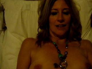 Hot Milf uses Dildo