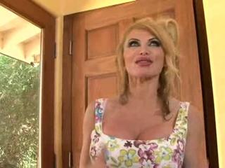 Super Hot MILF Taylor Wane 2
